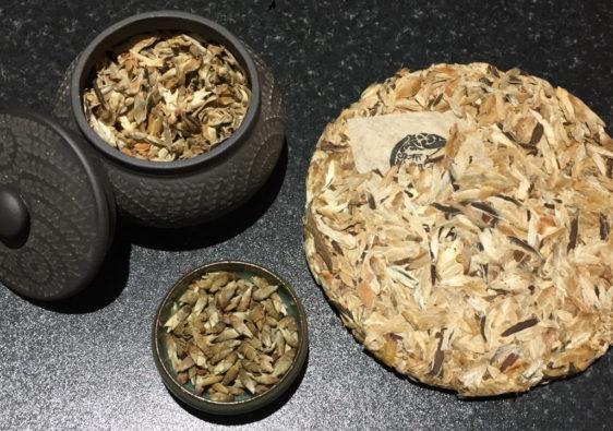普洱芽苞、抽出前、干茶